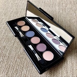 Makeover Essentials eye shadow compact